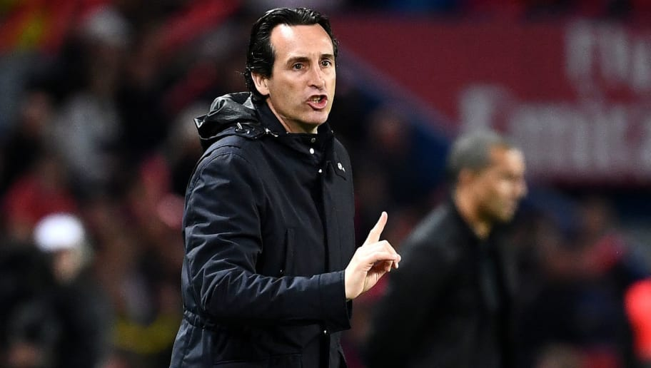 Paris Saint-Germain's Spanish headcoach Unai Emery gestures as he shouts instructions to his players from the touchline during the French L1 football match between Paris Saint-Germain and Rennes at the Parc des Princes stadium in Paris on May 12, 2018. (Photo by FRANCK FIFE / AFP)        (Photo credit should read FRANCK FIFE/AFP/Getty Images)