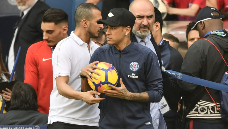 Paris Saint-Germain's Brazilian forward Neymar Jr attends a training session in Paris at the Parc des Princes on May 16, 2018. (Photo by CHRISTOPHE SIMON / AFP)        (Photo credit should read CHRISTOPHE SIMON/AFP/Getty Images)
