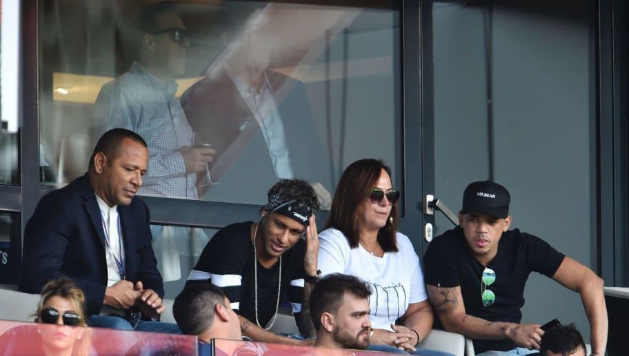 Paris Saint-Germain's Brazilian forward Neymar (2L), his father Neymar Santos (L), mother Nadine Santos (2R), close friend Jo Amancio (R), and agent Wagner Ribeiro (back L) attend the French L1 football match between Paris Saint-Germain (PSG) and Amiens (ASC) at the Parc de Princes Stadium in Paris on August 5, 2017. / AFP PHOTO / ALAIN JOCARD        (Photo credit should read ALAIN JOCARD/AFP/Getty Images)