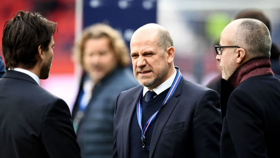 Paris Saint-Germain's Portuguese sporting director Antero Henrique (C) speaks with Paris Saint-Germain's Brazilian sport coordinator Brazilian Maxwell (L) during the French L1 football match between Paris Saint-Germain (PSG) and Montpellier (MHSC) at the Parc des Princes stadium in Paris on January 27, 2018. / AFP PHOTO / FRANCK FIFE        (Photo credit should read FRANCK FIFE/AFP/Getty Images)
