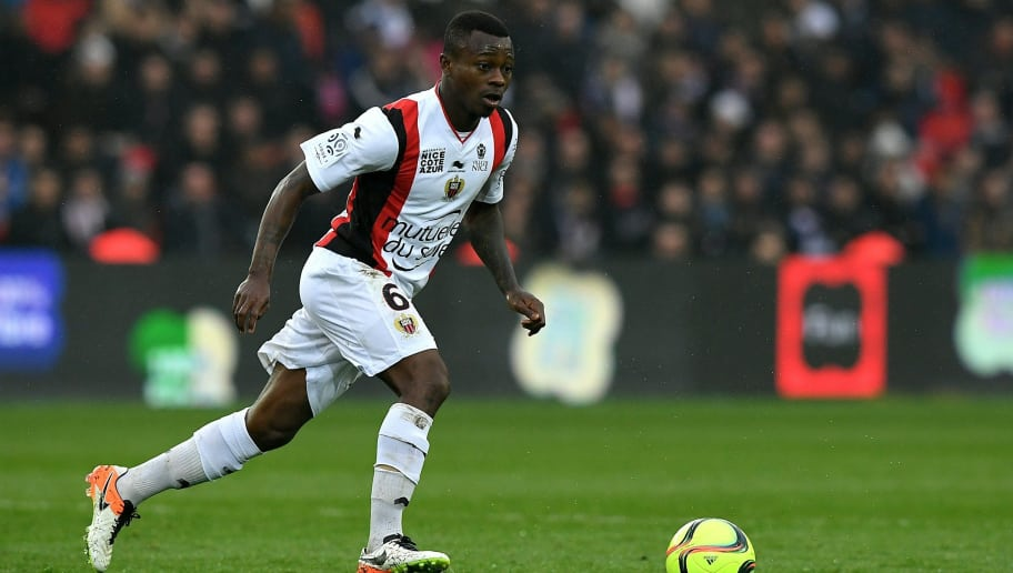 Nice's Ivorian midfielder Jean-Michel Seri controls the ball during the French L1 football match between Paris Saint-Germain and Nice at the Parc des Princes stadium in Paris on April 2, 2016.   / AFP / FRANCK FIFE        (Photo credit should read FRANCK FIFE/AFP/Getty Images)