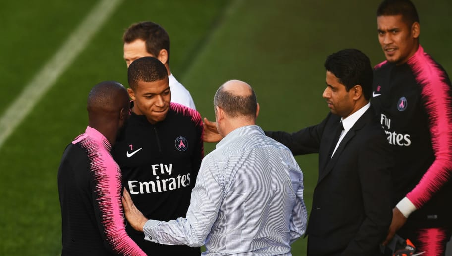Paris Saint-Germain's French forward Kylian Mbappe (2ndR) talks to Paris Saint-Germain's French sport director Antero Henrique (C) and Paris Saint-Germain's Qatari president Nasser Al-Khelaïfi (2ndR), next to Paris Saint-Germain's French goalkeeper Alphonse Areola (R) during a training session of the Paris Saint-Germain football team on October 19, 2018 at the Camp des Loges, in Saint-Germain-en-Laye, on the outskirts of Paris, on the eve of their French L1 football match. (Photo by Anne-Christine POUJOULAT / AFP)        (Photo credit should read ANNE-CHRISTINE POUJOULAT/AFP/Getty Images)
