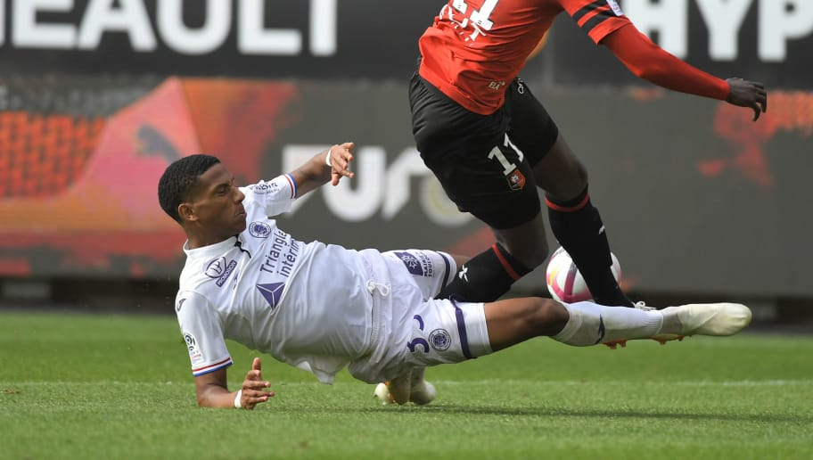 Toulouse's French defender Jean-Clair Todibo (L) fouls Rennes' Senegalese forward M'Baye Niang (R) to give a penalty kick during the French L1 football match Rennes vs Toulouse, on September 30, 2018 at the Roazhon Park stadium in Rennes, western France. (Photo by LOIC VENANCE / AFP)        (Photo credit should read LOIC VENANCE/AFP/Getty Images)