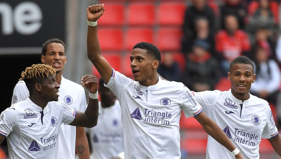 Toulouse's French defender Jean-Clair Todibo (C) is congratulated by teammates after scoring a goal during the French L1 football match Rennes vs Toulouse, on September 30, 2018 at the Roazhon Park stadium in Rennes, western France. (Photo by LOIC VENANCE / AFP)        (Photo credit should read LOIC VENANCE/AFP/Getty Images)