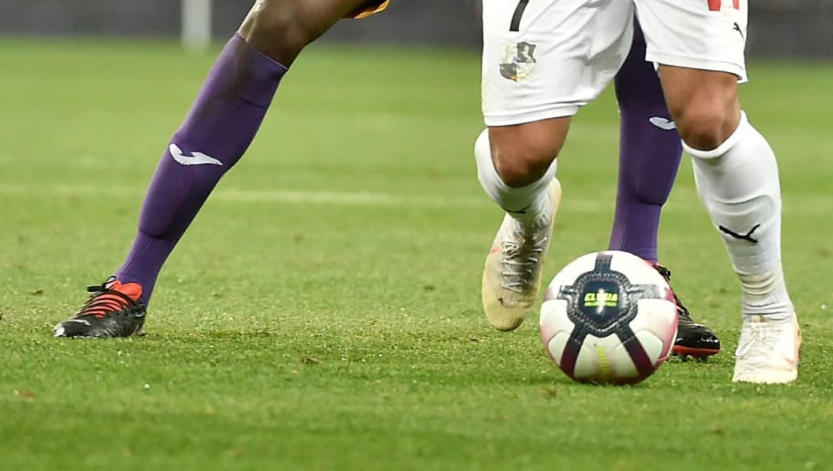 Amien's Irani forward Saman Ghoddoss (R) vies for the ball against Toulouse's Kalidou Sidibe (L) during the French L1 football match between Toulouse and Amiens on November 10, 2018, at the municipal stadium, in Toulouse, southwestern France. (Photo by REMY GABALDA / AFP)        (Photo credit should read REMY GABALDA/AFP/Getty Images)