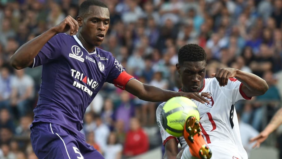 Lille's Malian forward Yves Bissouma  vies with Toulouse's French defender Issa Diop during the French L1 football match Toulouse against Lille May 6, 2018 at the Municipal Stadium in Toulouse, southern France. (Photo by PASCAL PAVANI / AFP)        (Photo credit should read PASCAL PAVANI/AFP/Getty Images)
