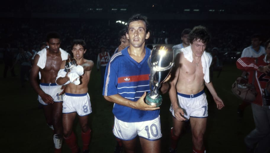 French player and captian Miche PLatini (C), followed by Football players of France Jose Toure (L), Alain Giresse (2ndL) and Luis Fernandez (R) holds on August 21, 1985 the Intercontinental Cup after winning the match against Uruguay at the Parc des Princes in Paris.   AFP PHOTO PASCAL GEORGE        (Photo credit should read PASCAL GEORGE/AFP/Getty Images)