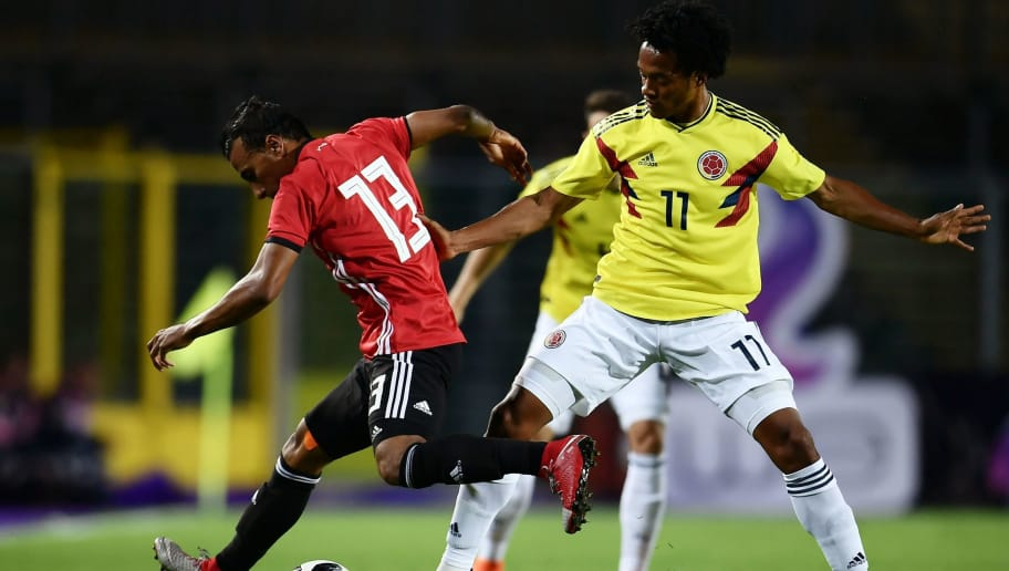 Egypt national team midfielder Moahmed AbdelShafy (L) fights for the ball with Colombia national football team midfielder Juan Guillermo Cuadrado during their international friendly football match between Egypt and Colombia at 'Atleti Azzurri d'Italia Stadium' in Bergamo on June 1, 2018. (Photo by MARCO BERTORELLO / AFP)        (Photo credit should read MARCO BERTORELLO/AFP/Getty Images)