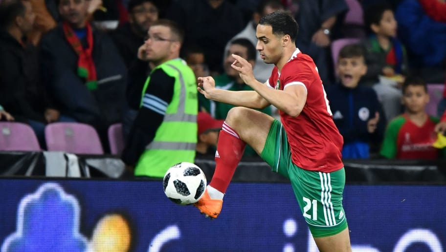 Morocco's midfielder Mehdi Carcela-Gonzalez controls the ball during the friendly match between Morocco and Ukraine at the Stade de Geneve stadium in Geneva on May 31, 2018. (Photo by Fabrice COFFRINI / AFP)        (Photo credit should read FABRICE COFFRINI/AFP/Getty Images)