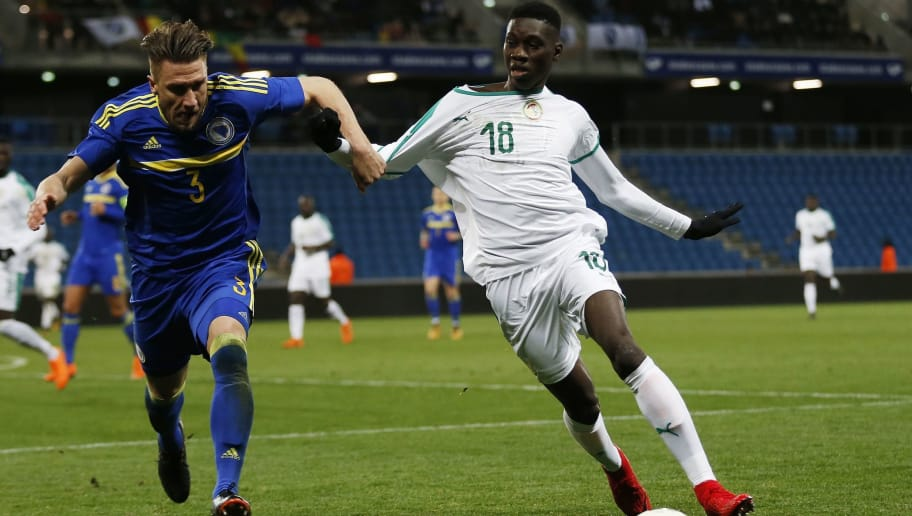 Bosnia's Ermin Bicakcic (L) vies with Senegal's Ismaila Sarr during the international friendly football match between Senegal and Bosnia at the Stadium Oceane in Le Havre, northwestern France, on March 27, 2018. / AFP PHOTO / CHARLY TRIBALLEAU        (Photo credit should read CHARLY TRIBALLEAU/AFP/Getty Images)