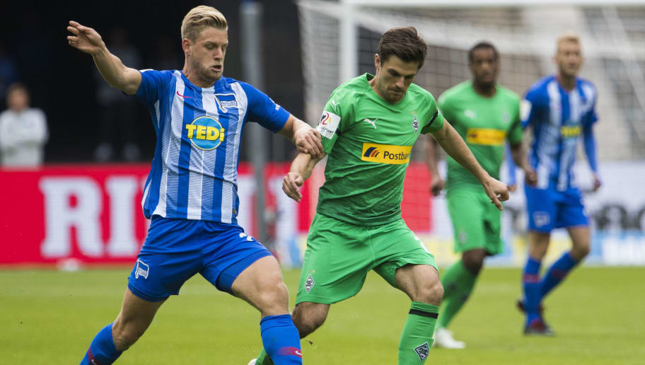 Moenchengladbach's German midfielder Jonas Hofmann (R) and Berlin's German midfielder Arne Maier (L) vie for the ball during the German first division Bundesliga football match Hertha Berlin vs Borussia Moenchengladbach at the Olympic stadium in Berlin on September 22, 2018. (Photo by ODD ANDERSEN / AFP)        (Photo credit should read ODD ANDERSEN/AFP/Getty Images)