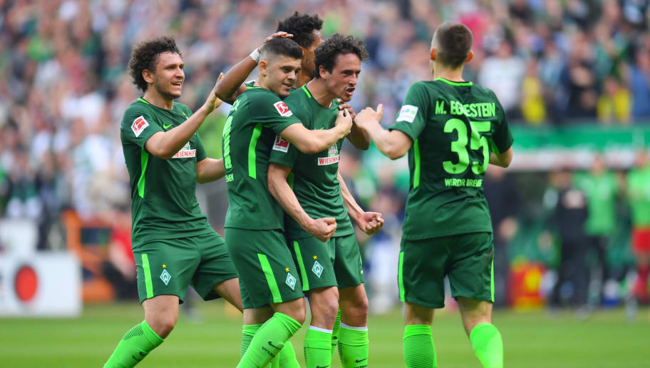 Bremen's Danish midfielder Thomas Delaney and his teammates celebrate after scoring during the German first division Bundesliga football match of Werder Bremen versus Borussia Dortmund n April 29, 2018 in Bremen. (Photo by Patrik STOLLARZ / AFP) / RESTRICTIONS: DURING MATCH TIME: DFL RULES TO LIMIT THE ONLINE USAGE TO 15 PICTURES PER MATCH AND FORBID IMAGE SEQUENCES TO SIMULATE VIDEO. == RESTRICTED TO EDITORIAL USE == FOR FURTHER QUERIES PLEASE CONTACT DFL DIRECTLY AT + 49 69 650050        (Photo credit should read PATRIK STOLLARZ/AFP/Getty Images)