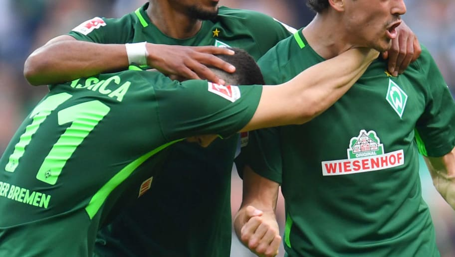 Bremen's Danish midfielder Thomas Delaney (R) and his teammates celebrate after scoring during the German first division Bundesliga football match of Werder Bremen versus Borussia Dortmund on April 29, 2018 in Bremen. (Photo by Patrik STOLLARZ / AFP) / RESTRICTIONS: DURING MATCH TIME: DFL RULES TO LIMIT THE ONLINE USAGE TO 15 PICTURES PER MATCH AND FORBID IMAGE SEQUENCES TO SIMULATE VIDEO. == RESTRICTED TO EDITORIAL USE == FOR FURTHER QUERIES PLEASE CONTACT DFL DIRECTLY AT + 49 69 650050        (Photo credit should read PATRIK STOLLARZ/AFP/Getty Images)