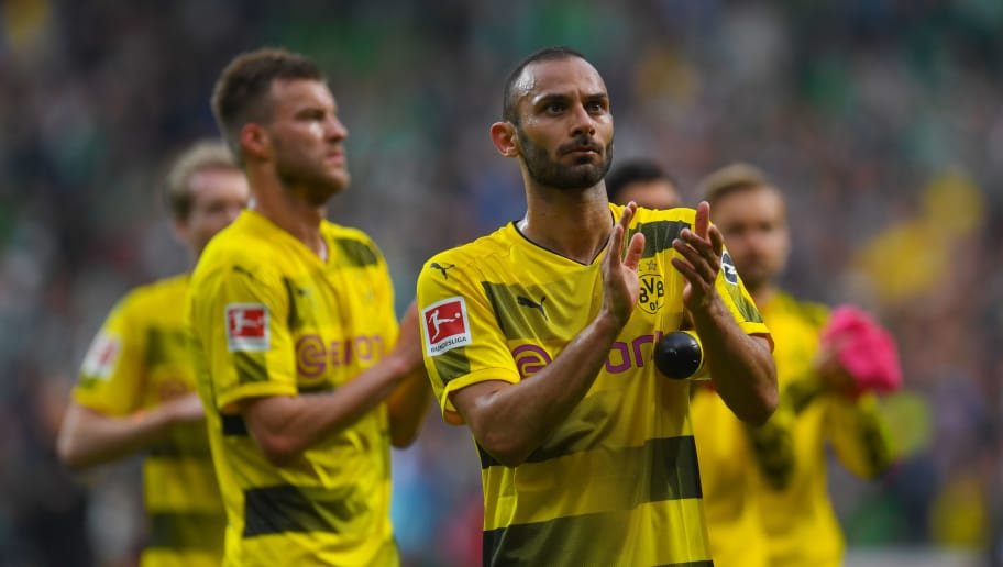 Dortmund's players react after the German first division Bundesliga football match of Werder Bremen versus Borussia Dortmund n April 29, 2018 in Bremen. (Photo by Patrik STOLLARZ / AFP) / RESTRICTIONS: DURING MATCH TIME: DFL RULES TO LIMIT THE ONLINE USAGE TO 15 PICTURES PER MATCH AND FORBID IMAGE SEQUENCES TO SIMULATE VIDEO. == RESTRICTED TO EDITORIAL USE == FOR FURTHER QUERIES PLEASE CONTACT DFL DIRECTLY AT + 49 69 650050        (Photo credit should read PATRIK STOLLARZ/AFP/Getty Images)