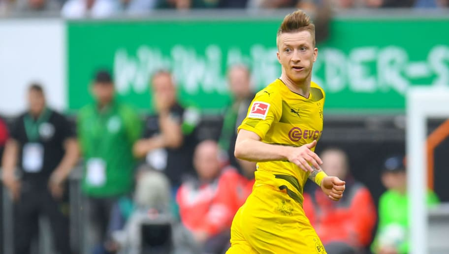 Dortmund's German forward Marco Reus plays the ball during the German first division Bundesliga football match of Werder Bremen versus Borussia Dortmund on April 29, 2018 in Bremen. (Photo by Patrik STOLLARZ / AFP) / RESTRICTIONS: DURING MATCH TIME: DFL RULES TO LIMIT THE ONLINE USAGE TO 15 PICTURES PER MATCH AND FORBID IMAGE SEQUENCES TO SIMULATE VIDEO. == RESTRICTED TO EDITORIAL USE == FOR FURTHER QUERIES PLEASE CONTACT DFL DIRECTLY AT + 49 69 650050        (Photo credit should read PATRIK STOLLARZ/AFP/Getty Images)