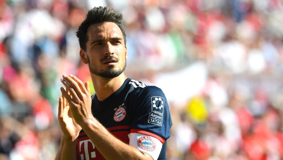 Bayern Munich's German defender Mats Hummels applauds after the German first division Bundesliga football match 1. FC Cologne vs Bayern Munich, in Cologne, western Germany, on May 5, 2018. (Photo by Patrik STOLLARZ / AFP) / RESTRICTIONS: DURING MATCH TIME: DFL RULES TO LIMIT THE ONLINE USAGE TO 15 PICTURES PER MATCH AND FORBID IMAGE SEQUENCES TO SIMULATE VIDEO. == RESTRICTED TO EDITORIAL USE == FOR FURTHER QUERIES PLEASE CONTACT DFL DIRECTLY AT + 49 69 650050        (Photo credit should read PATRIK STOLLARZ/AFP/Getty Images)