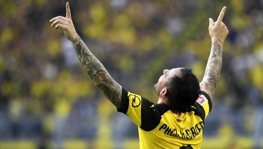 Dortmund's Spanish forward Paco Alcacer celebrates scoring the 4-3 against Augsburg during the German first division Bundesliga football match Borussia Dortmund vs FC Augsburg in Dortmund, western Germany, on October 6, 2018. (Photo by INA FASSBENDER / AFP) / RESTRICTIONS: DFL REGULATIONS PROHIBIT ANY USE OF PHOTOGRAPHS AS IMAGE SEQUENCES AND/OR QUASI-VIDEO        (Photo credit should read INA FASSBENDER/AFP/Getty Images)