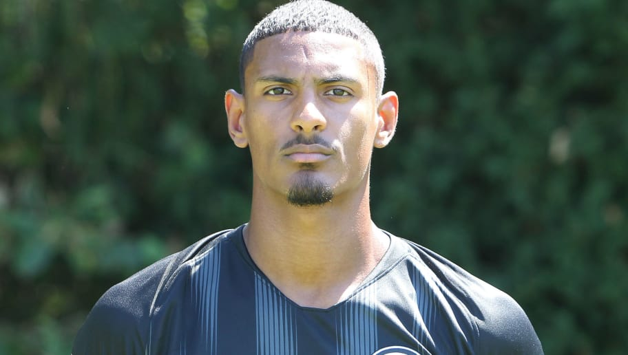 Sebastien Haller of the German First division Bundesliga football team Eintracht Frankfurt poses for a photo during the team presentation in Frankfurt, Germany, on July 26, 2018. (Photo by Daniel ROLAND / AFP)        (Photo credit should read DANIEL ROLAND/AFP/Getty Images)