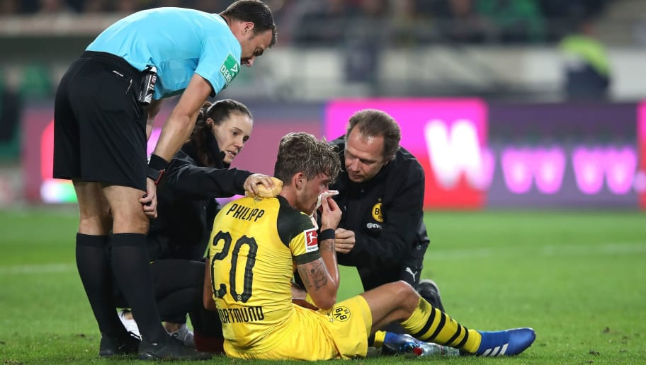 Dortmund's German forward Maximilian Philipp sits on the pitch with an injury next to referee Felix Zwayer (L) during the German first division Bundesliga football match Hannover 96 vs Borussia Dortmund in Hanover, northern Germany, on August 31, 2018. (Photo by Ronny Hartmann / AFP) / RESTRICTIONS: DFL REGULATIONS PROHIBIT ANY USE OF PHOTOGRAPHS AS IMAGE SEQUENCES AND/OR QUASI-VIDEO        (Photo credit should read RONNY HARTMANN/AFP/Getty Images)