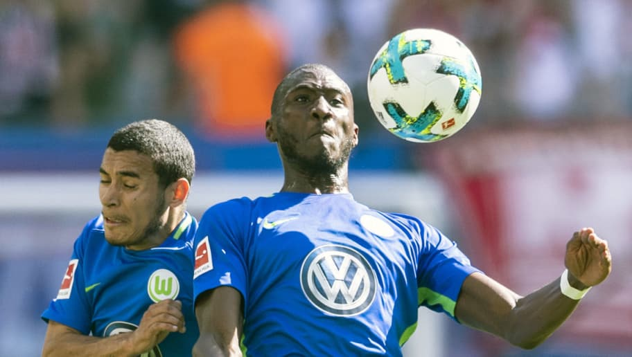 Wolfsburg's French midfielder Josuha Guilavogui (R) and Brazilian defender William vie for the ball during the German first division Bundesliga football match RB Leipzig vs VfL Wolfsburg in Leipzig, eastern Germany, on May 5, 2018. (Photo by ROBERT MICHAEL / AFP) / RESTRICTIONS: DURING MATCH TIME: DFL RULES TO LIMIT THE ONLINE USAGE TO 15 PICTURES PER MATCH AND FORBID IMAGE SEQUENCES TO SIMULATE VIDEO. == RESTRICTED TO EDITORIAL USE == FOR FURTHER QUERIES PLEASE CONTACT DFL DIRECTLY AT + 49 69 650050        (Photo credit should read ROBERT MICHAEL/AFP/Getty Images)