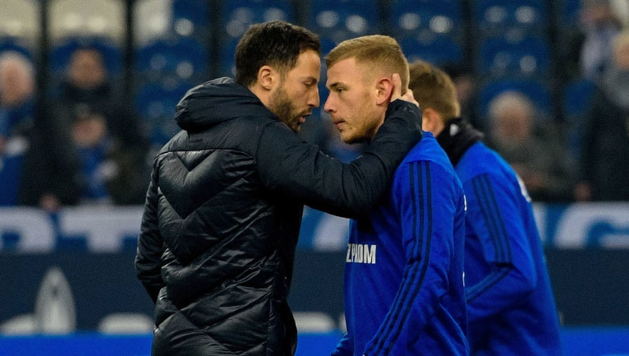Schalke's German headcoach Domenico Tedesco (L) and Schalke's German midfielder Max Meyer react during the German first division Bundesliga football match Schalke 04 vs Hertha Berlin in Gelsenkirchen, western Germany, on March 3, 2018. / AFP PHOTO / SASCHA SCHUERMANN / RESTRICTIONS: DURING MATCH TIME: DFL RULES TO LIMIT THE ONLINE USAGE TO 15 PICTURES PER MATCH AND FORBID IMAGE SEQUENCES TO SIMULATE VIDEO. == RESTRICTED TO EDITORIAL USE == FOR FURTHER QUERIES PLEASE CONTACT DFL DIRECTLY AT + 49 69 650050         (Photo credit should read SASCHA SCHUERMANN/AFP/Getty Images)