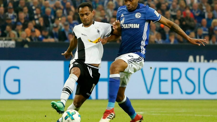 Moenchengladbach's Brazilian foward Raffael (L) vies with Schalke's Brazilian defender Naldo (R) during the German first division Bundesliga football match Schalke 04 vs Borussia Moenchengladbach in Gelsenkirchen, western Germany on April 28, 2018. (Photo by LEON KUEGELER / AFP) / RESTRICTIONS: DURING MATCH TIME: DFL RULES TO LIMIT THE ONLINE USAGE TO 15 PICTURES PER MATCH AND FORBID IMAGE SEQUENCES TO SIMULATE VIDEO. == RESTRICTED TO EDITORIAL USE == FOR FURTHER QUERIES PLEASE CONTACT DFL DIRECTLY AT + 49 69 650050        (Photo credit should read LEON KUEGELER/AFP/Getty Images)