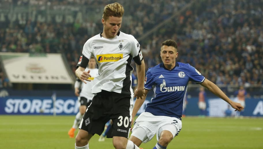 Moenchengladbach's Swiss defender Nico Elvedi (L) and Schalke's Austrian midfielder Alessandro Schoepf vie for the ball during the German first division Bundesliga football match Schalke 04 vs Borussia Moenchengladbach in Gelsenkirchen, western Germany on April 28, 2018. (Photo by LEON KUEGELER / AFP) / RESTRICTIONS: DURING MATCH TIME: DFL RULES TO LIMIT THE ONLINE USAGE TO 15 PICTURES PER MATCH AND FORBID IMAGE SEQUENCES TO SIMULATE VIDEO. == RESTRICTED TO EDITORIAL USE == FOR FURTHER QUERIES PLEASE CONTACT DFL DIRECTLY AT + 49 69 650050        (Photo credit should read LEON KUEGELER/AFP/Getty Images)