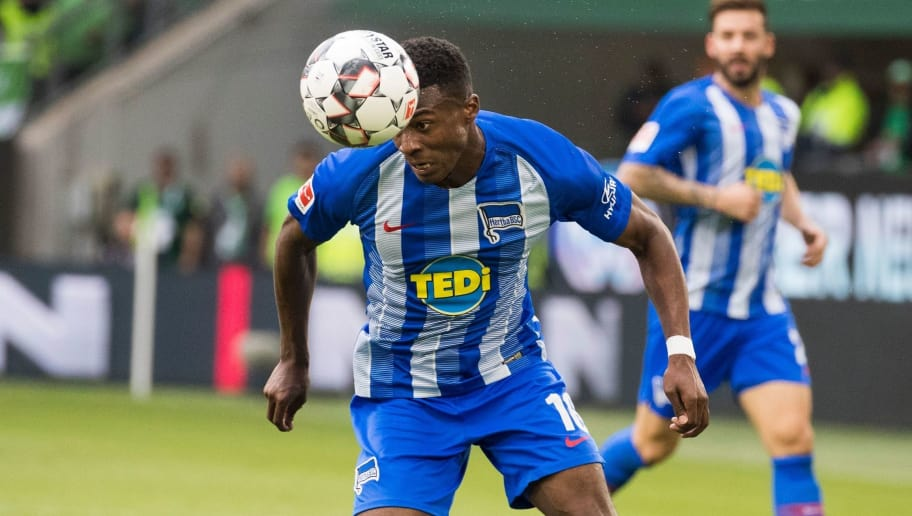 Berlin's Dutch forward Javairo Dilrosun (R) and Wolfsburg's Brazilian defender William (L) vie for the ball during the German First division Bundesliga football match between VfL Wolfsburg and Hertha Berlin in Wolfsburg, on September 15, 2018. (Photo by ODD ANDERSEN / AFP) / DFL REGULATIONS PROHIBIT ANY USE OF PHOTOGRAPHS AS IMAGE SEQUENCES AND/OR QUASI-VIDEO        (Photo credit should read ODD ANDERSEN/AFP/Getty Images)