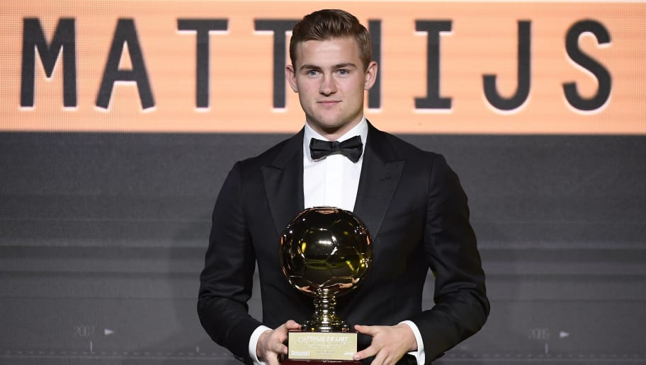 Dutch footballer Matthijs de Ligt poses with his trophy after winning the best Under 21 European footballer Golden Boy 2018 award, organised by Italian sports newspaper Tuttosport, during a ceremony in Turin on December 17, 2018. (Photo by Fabio FERRARI / La Presse / AFP) / Italy OUT - China OUT        (Photo credit should read FABIO FERRARI/AFP/Getty Images)