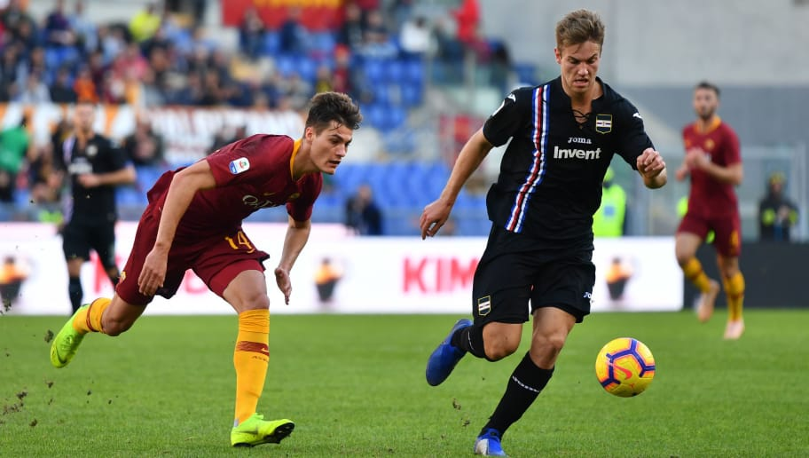Sampdoria's Danish defender Joachim Andersen (r) outruns AS Roma Czech forward Patrik Schick during the Italian Serie A football match AS Roma vs Sampdoria on NOvember 11, 2018 at the Olympic stadium in Rome. (Photo by Alberto PIZZOLI / AFP)        (Photo credit should read ALBERTO PIZZOLI/AFP/Getty Images)