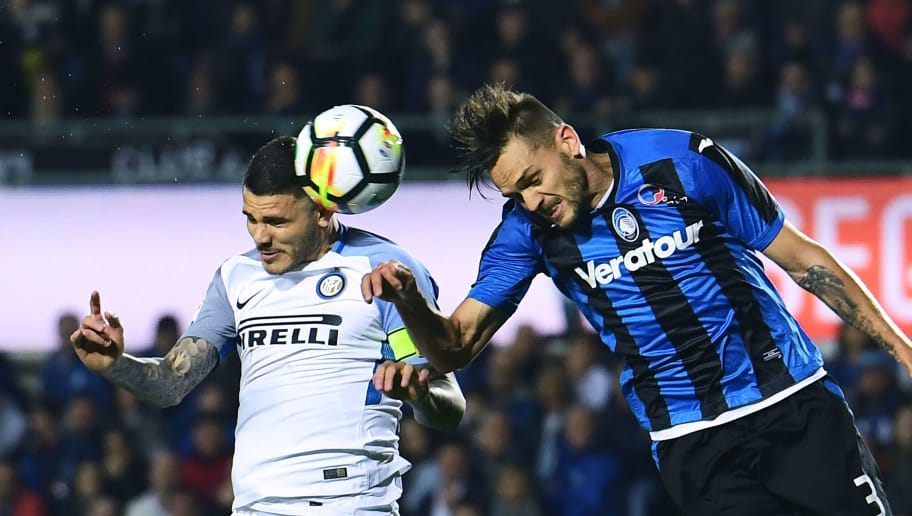 Inter Milan's   Argentinian forward Mauro Icardi (L) vies with Atalanta's Brazilian defender Rafael Toloi during the Italian Serie A football match between Atalanta Bergamo and Inter Milan at the Atleti Azzurri d'ItaliaStadium in Bergamo on April 14, 2018. / AFP PHOTO / MIGUEL MEDINA        (Photo credit should read MIGUEL MEDINA/AFP/Getty Images)