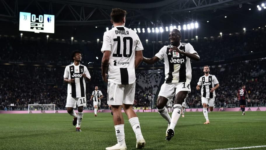 Juventus' Argentinian forward Paulo Dybala (L) celebrates with Juventus French midfielder Blaise Matuidi  (R) after scoring a goal during the Italian Serie A football match between Juventus and Bologna on September 26, 2018 at the Allianz Stadium in Turin. (Photo by MARCO BERTORELLO / AFP)        (Photo credit should read MARCO BERTORELLO/AFP/Getty Images)