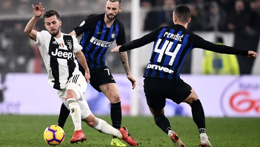 Juventus' Bosnian midfielder Miralem Pjanic (L) in action with Inter Milan's Croatian midfielder Marcelo Brozovic (C) and Inter Milan's Croatian midfielder Ivan Perisic during the Serie A football match Juventus vs InterMilan at the Stadio delle Alpi in Turin on December 7, 2018. (Photo by Marco BERTORELLO / AFP)        (Photo credit should read MARCO BERTORELLO/AFP/Getty Images)