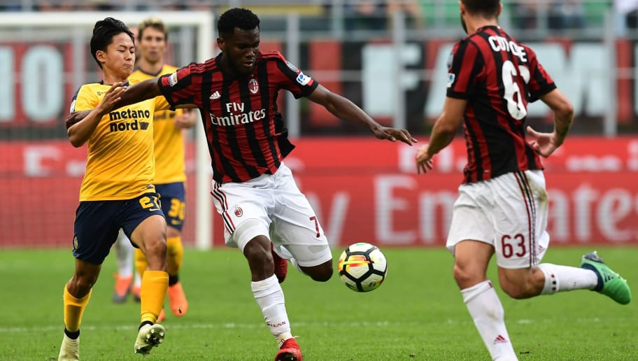 AC Milan's Ivorian midfielder Franck Kessie (C) vies with Hellas Verona's South Korean forward Seung-Woo Lee (L) during the Italian Serie A football match between AC Milan and Hellas Verona at the San Siro stadium in Milan on May 5, 2018. (Photo by MIGUEL MEDINA / AFP)        (Photo credit should read MIGUEL MEDINA/AFP/Getty Images)