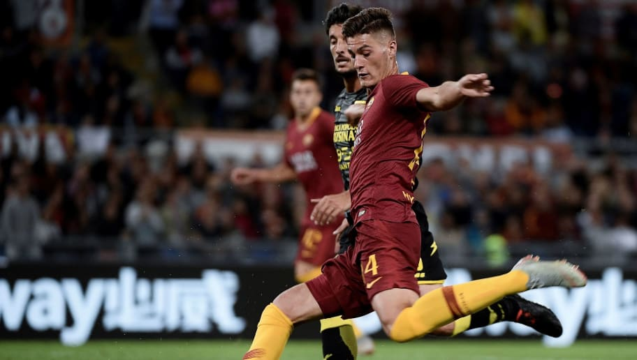 AS Roma's Czech forward Patrik Schick (front) vies with Frosinone's Italian defender Lorenzo Ariaudo (back) during the Serie A football match between AS Roma and Frosinone on September 26, 2018, at the Olympic Stadium in Rome. (Photo by Filippo MONTEFORTE / AFP)        (Photo credit should read FILIPPO MONTEFORTE/AFP/Getty Images)