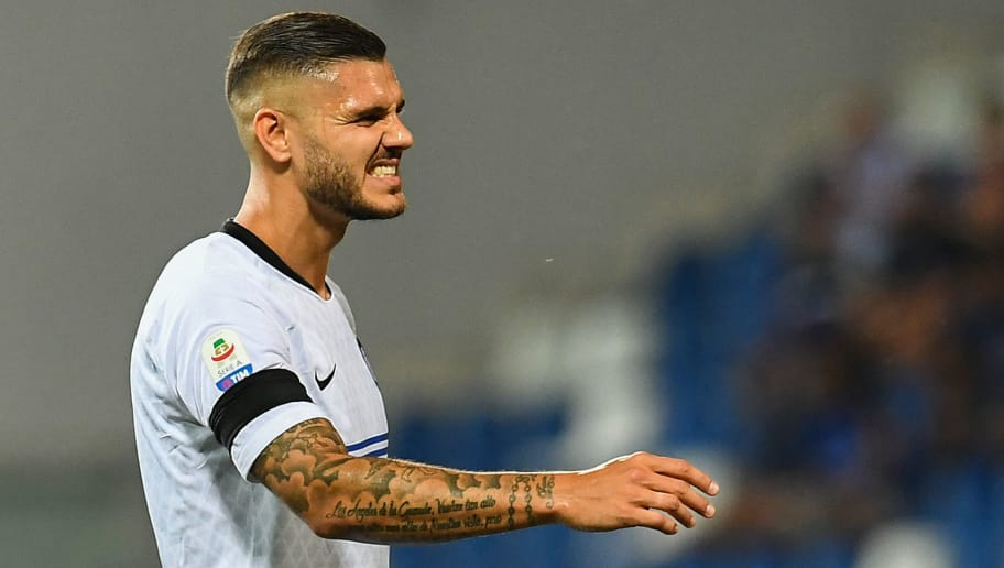 Inter Milan's Argentine forward Mauro Icardi reacts after missing a shot during the Italian Serie A football match Sassuolo vs Inter Milan at the Mapei Stadium in Reggio Emilia on August 19, 2018. (Photo by Vincenzo PINTO / AFP)        (Photo credit should read VINCENZO PINTO/AFP/Getty Images)