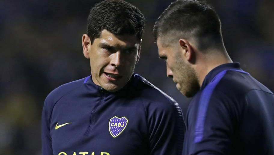 Argentina's Boca Juniors Bolivian goalkeeper Carlos Lampe (L) speaks with his teammate goalkeeper Agustin Rossi before the Copa Libertadores 2018 first leg semifinal football match at La Bombonera stadium in Buenos Aires, Argentina, on October 24, 2018. (Photo by ALEJANDRO PAGNI / AFP)        (Photo credit should read ALEJANDRO PAGNI/AFP/Getty Images)