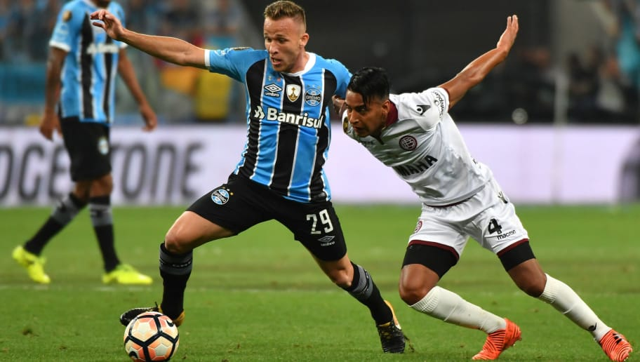 Arthur (L) of Brazils Gremio, vies for the ball with Jose Gomez (R) of Argentina's Lanus, during their 2017 Copa Libertadores final first leg match held at Gremio Arena, in Porto Alegre, Brazil, on November 22, 2017. / AFP PHOTO / NELSON ALMEIDA        (Photo credit should read NELSON ALMEIDA/AFP/Getty Images)