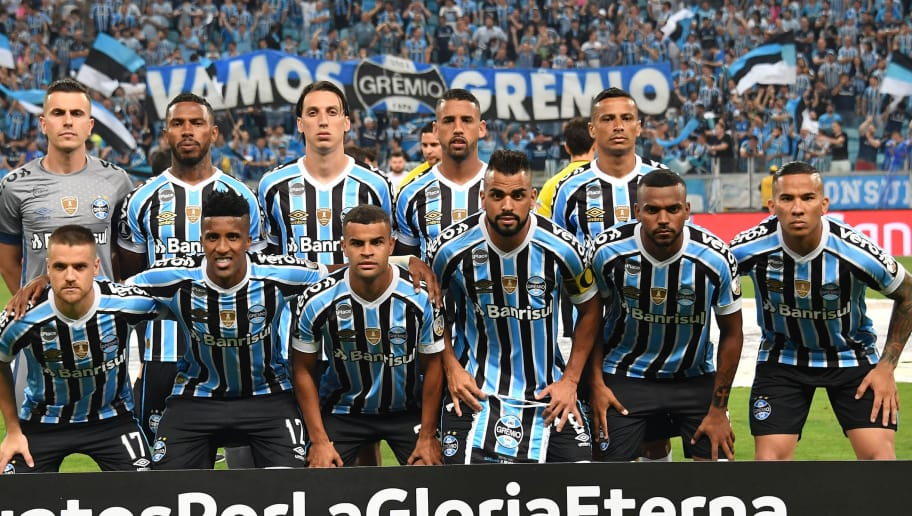 Brazil's Gremio players pose for pictures before their 2018 Copa Libertadores semifinal match against Argentina's River Plate held at Gremio Arena, in Porto Alegre, Brazil, on October 30, 2018. (Photo by NELSON ALMEIDA / AFP)        (Photo credit should read NELSON ALMEIDA/AFP/Getty Images)
