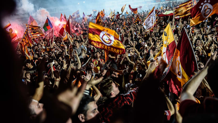 Galatasaray's supporters celebrate their 2017-2018 champion title at Florya Metin Oktay facilities in Istanbul on May 19, 2018 after the Turkish Spor Toto Super league football match between Goztepe and Galatasaray which Galatasaray won 1-0. - Galatasaray have won the Turkish Super League for the 21st time. (Photo by Yasin AKGUL / AFP)        (Photo credit should read YASIN AKGUL/AFP/Getty Images)