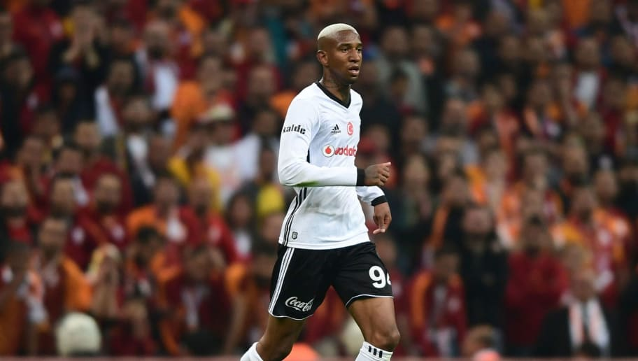 Besiktas' Brazilian midfielder Anderson Talisca controls the ball during the Turkish Spor Toto Super league football match between Galataray and Besiktas on April 29, 2018 at the TT Arena stadium in Istanbul. (Photo by OZAN KOSE / AFP)        (Photo credit should read OZAN KOSE/AFP/Getty Images)