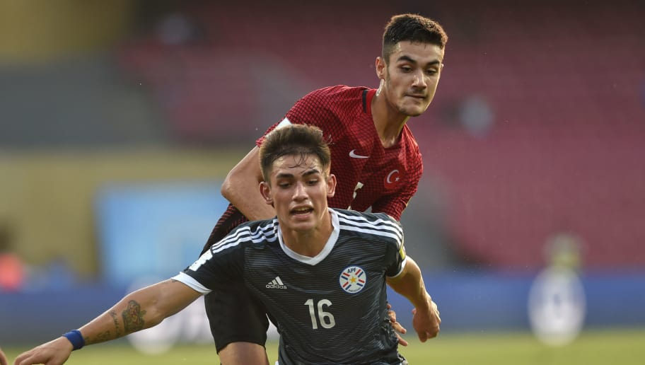 Anibal Vega (L) of Paraguay and Ozan Kabak of Turkey vie for the ball during the group stage football match between Turkey and Paraguay in the FIFA U-17 World Cup at the D.Y.Patil stadium in Navi Mumbai on October 12, 2017. / AFP PHOTO / PUNIT PARANJPE        (Photo credit should read PUNIT PARANJPE/AFP/Getty Images)