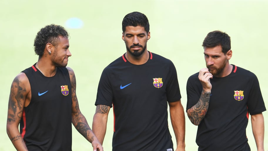 Barcelona's Brazilian forward Neymar (L), Barcelona's Uruguayan forward Luis Suarez (C) and Barcelona's Argentinian forward Lionel Messi chat during a training session at the Red Bull Arena in Harrison, New Jersey, on July 21, 2017, a day before their match against Juventus FC.  / AFP PHOTO / Jewel SAMAD        (Photo credit should read JEWEL SAMAD/AFP/Getty Images)