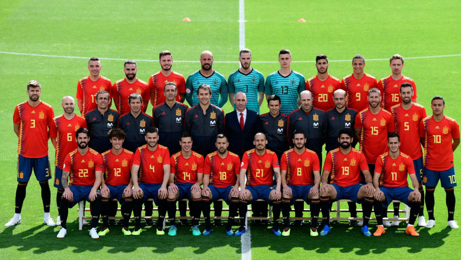 Spain's national football team squad pose for a official photo at Las Rozas de Madrid sports city on June 5, 2018. (Photo by JAVIER SORIANO / AFP)        (Photo credit should read JAVIER SORIANO/AFP/Getty Images)