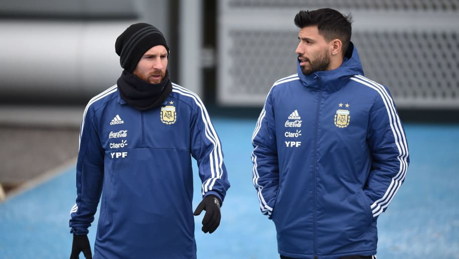 Argentina's forward Lionel Messi (L) and Argentina's forward Sergio Aguero participate in a team training session at the City Academy training complex in Manchester, north west England on March 21, 2018 ahead of their March 23 international friendly football match against Italy at the Ethiad Stadium. / AFP PHOTO / Oli SCARFF        (Photo credit should read OLI SCARFF/AFP/Getty Images)