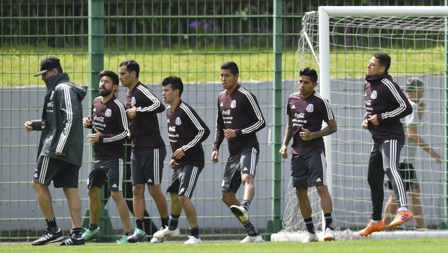 Mexico's national team players warm up during a training session at the Novogorsk training center in Moscow on June 13, 2018, ahead of the Russia 2018 football World Cup. (Photo by YURI CORTEZ / AFP)        (Photo credit should read YURI CORTEZ/AFP/Getty Images)