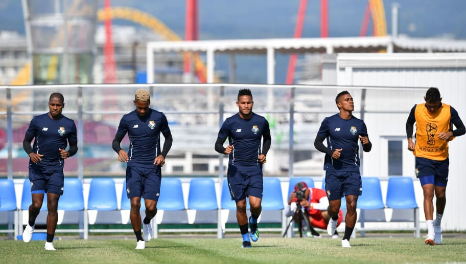 Panmama national team players warm up during a training session at the Olympic Park Arena in Sochi on June 17, 2018, on the eve of the Russia 2018 World Cup Group G football match between Belgium and Panama. (Photo by Nelson Almeida / AFP)        (Photo credit should read NELSON ALMEIDA/AFP/Getty Images)