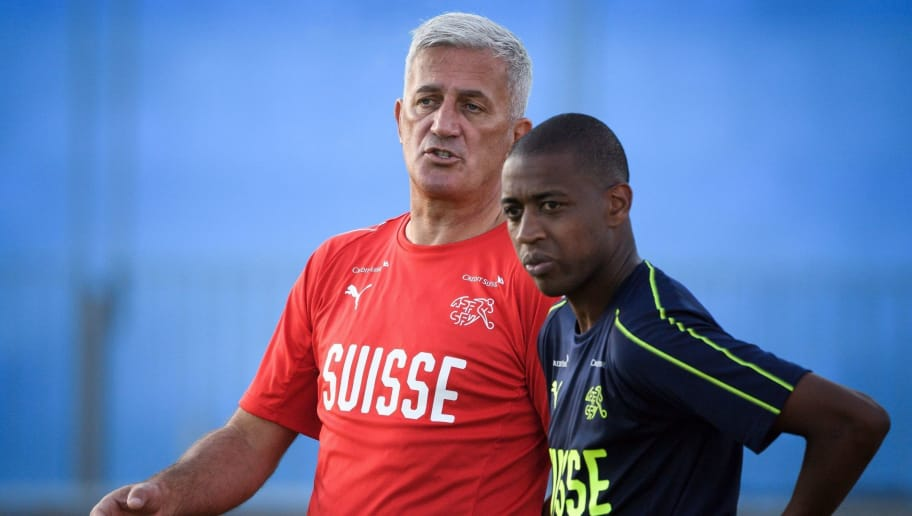Switzerland's coach Vladimir Petkovic (L) and midfielder Gelson Fernandes take part in a training session in Tolyatti, also known as Togliatti on June 23, 2018, during the Russia 2018 World Cup football tournament. (Photo by Fabrice COFFRINI / AFP)        (Photo credit should read FABRICE COFFRINI/AFP/Getty Images)