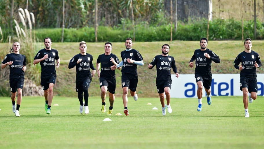 (L-R) Uruguay's Diego Laxalt, Diego Godin, Guillermo Varela, Cristian Rodriguez, Christian Stuani, Nicolas Lodeiro, Luis Suarez and Matias Vecino take part in a training session at the Complejo Celeste sports complex near Montevideo, in Canelones Department, on May 28, 2018 ahead of the FIFA World Cup. (Photo by Miguel ROJO / AFP)        (Photo credit should read MIGUEL ROJO/AFP/Getty Images)