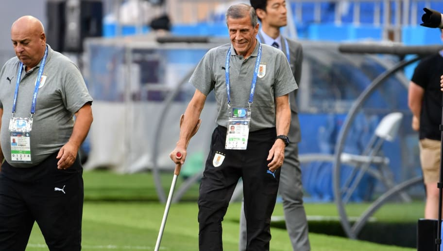 Uruguay's coach Oscar Washington Tabarez (C) arrives on the field as his team take part in a training session at the Rostov Arena in Rostov-On-Don on June 19, 2018, on the eve of the Russia 2018 World Cup Group A football match between Saudi Arabia and Uruguay. (Photo by PASCAL GUYOT / AFP)        (Photo credit should read PASCAL GUYOT/AFP/Getty Images)